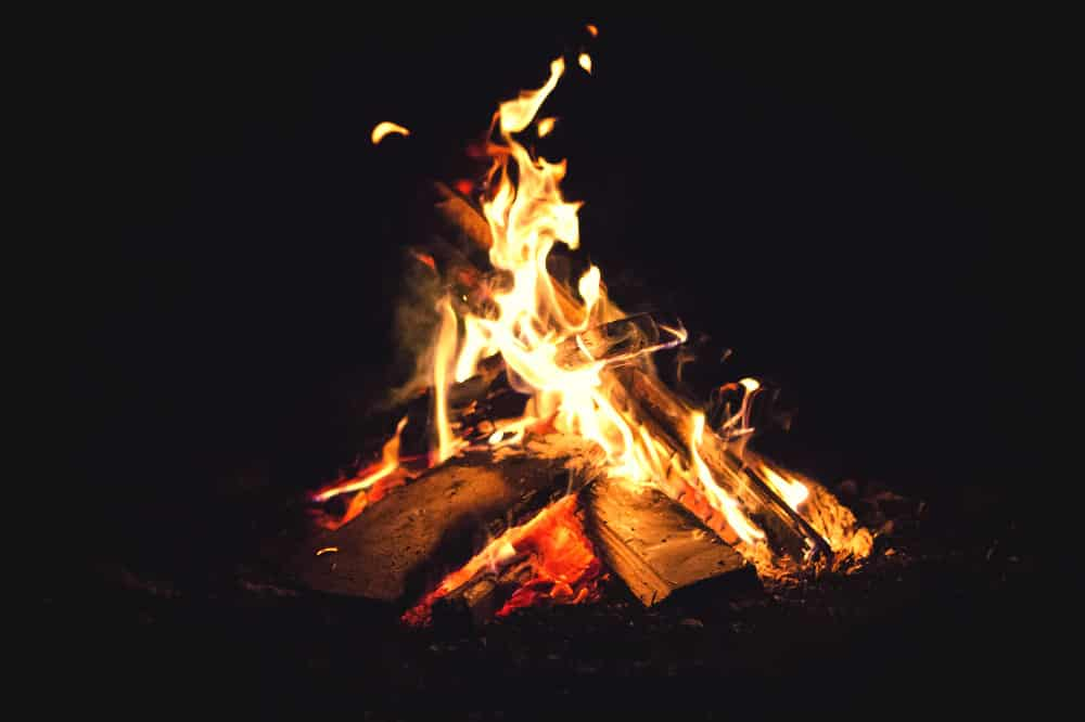 how to build a campfire at night