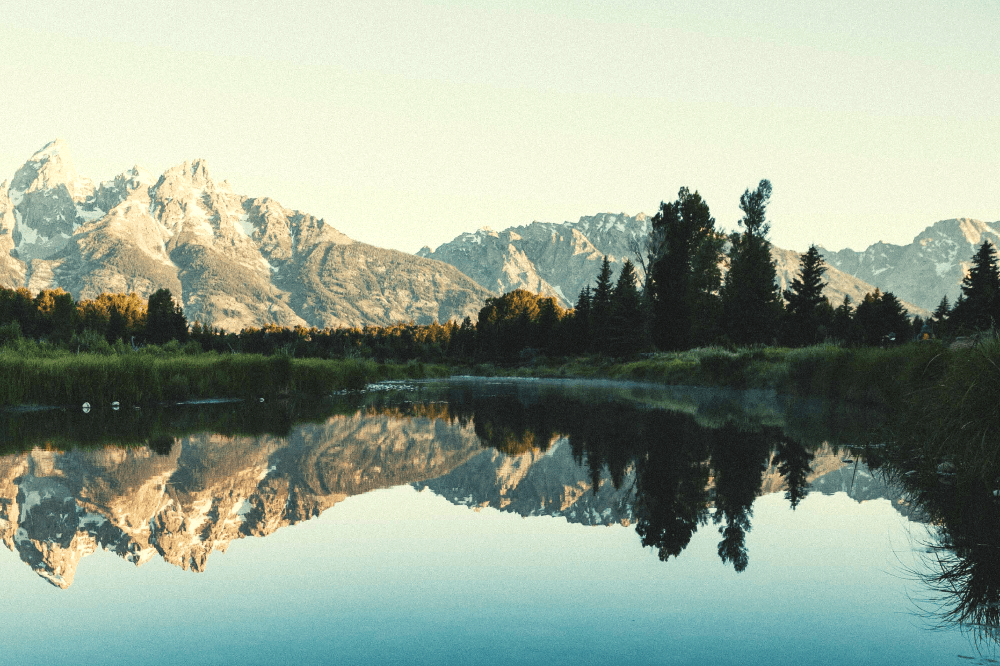 lake in the mountains in wyoming